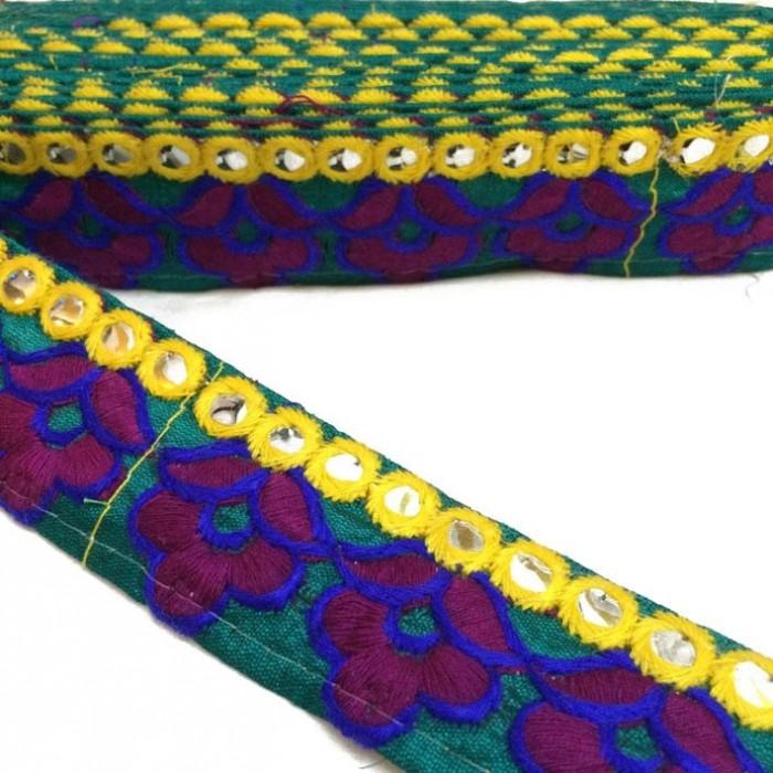 Galón etnic bordado - Flores burdeos y azul marino - Linea amarilla de espejitos - 35 mm