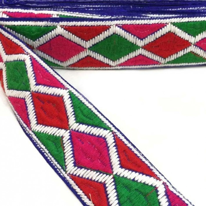 Graphic embroidery - Rhombus - Red, pink, green and white - 45 mm