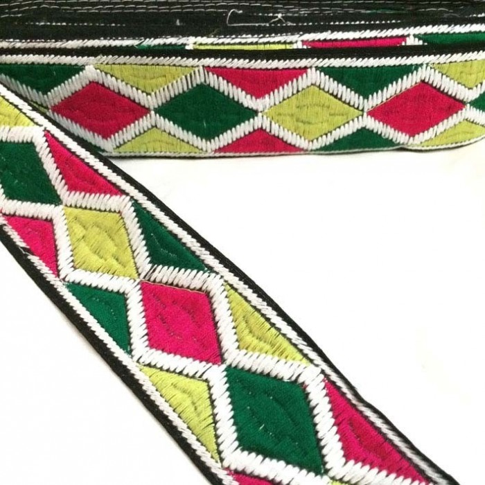 Harlequin embroidery - Pink, yellow, green and white - 45 mm
