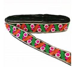 Bordado Cinta bordada de hojas y pequeños círculos rellenos - Verde, naranja, fucsia y negro - 35 mm