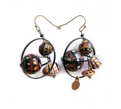 Earrings Boucles d'oreille courtes et rondes avec perles en bois noir et beige Babachic by Moodywood