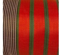 Inicio Tela de plástico reciclado, diseño de rayas negras, blancas, naranjas y verde kaki.