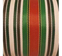 Inicio Tela de plástico reciclado, diseño de rayas blancas, negras, rojas y verde.